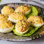 Uova ripiene con yogurt e cetrioli